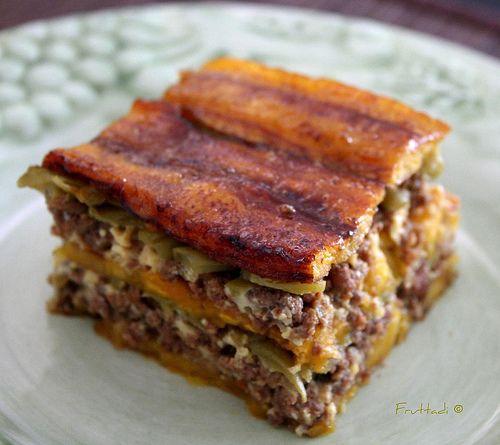 Libro de recetas para mi hijo: PIÑÓN/PASTELÓN DE PLATANO MADURO - so I have NO idea what this says, but it's got bacon on top..it MUST be good!! LOL!!