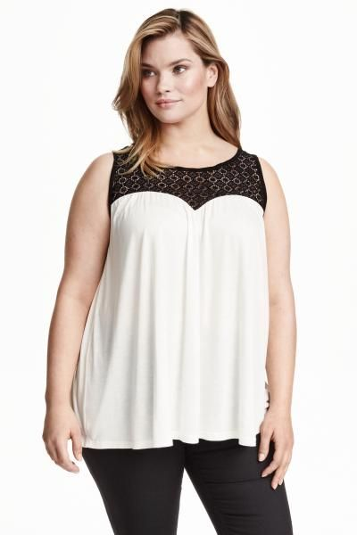 H&M+ Top com renda: Top sem mangas, linha A, em jersey macio com escapulário em renda e abertura com botão na parte de trás do pescoço.