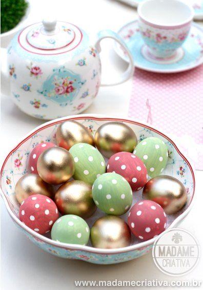 Love the color combination  - Golden eggs were painted with spray - See polka dots eggs DIY tutorial - Ovos Pintados com bolinhas - Linda decoração de Páscoa - #easter #pascoa #eastereggs
