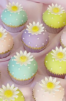 Very cute cupcakes for Easter  Love the pastels and polka dots