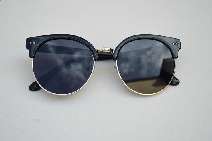 Vintage Sunglasses Trends - Round Half Frame Vintage Sunglasses Unisex blk Sunglasses are an essential accessory in any closet and today more than ever. The instagramer Nat Cebrián tells us about the trend of vintage sunglasses and how they are worn by the best it girls of the moment.