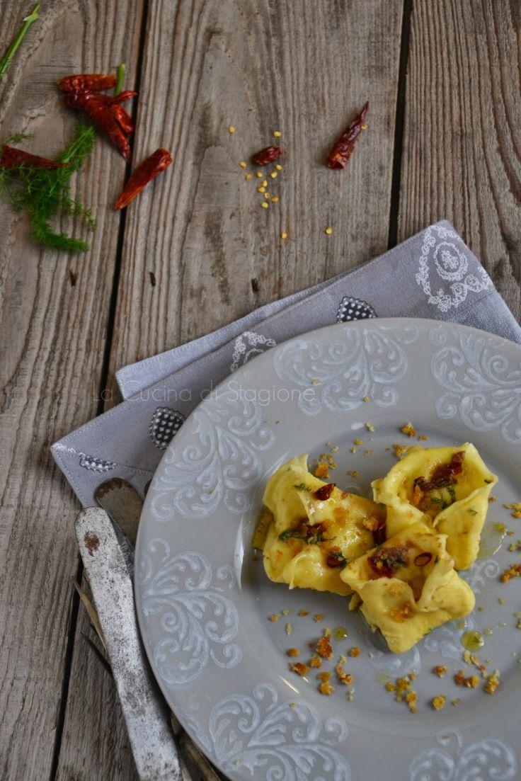 La Cucina di Stagione: Cappellacci di rombo con acciughe e briciole croccanti