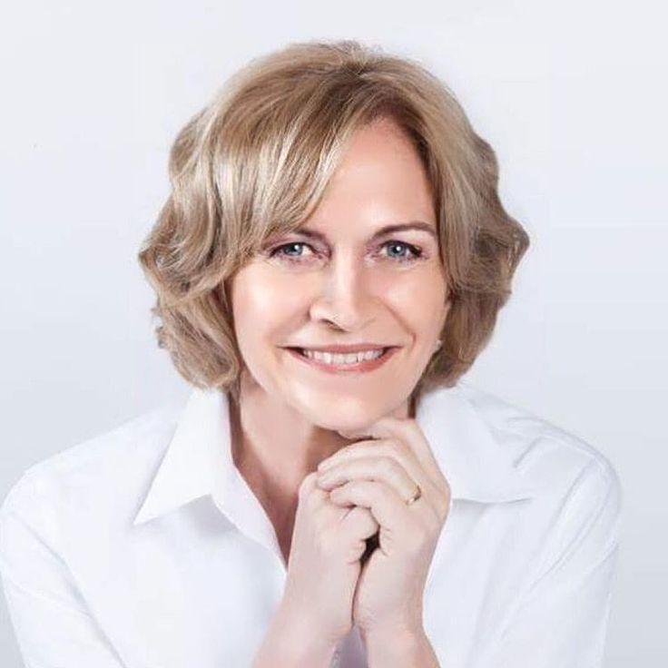 Corte de pelo, modelado de cejas, maquillaje y peinado para Evelyn Matthei por @evatangol  #tangolstudio #evelynmatthei #evatangol #sesionfotografica #cortedepelo #modeladodecejas #peinado #maquillaje #campañamunicipal #providencia #municipales
