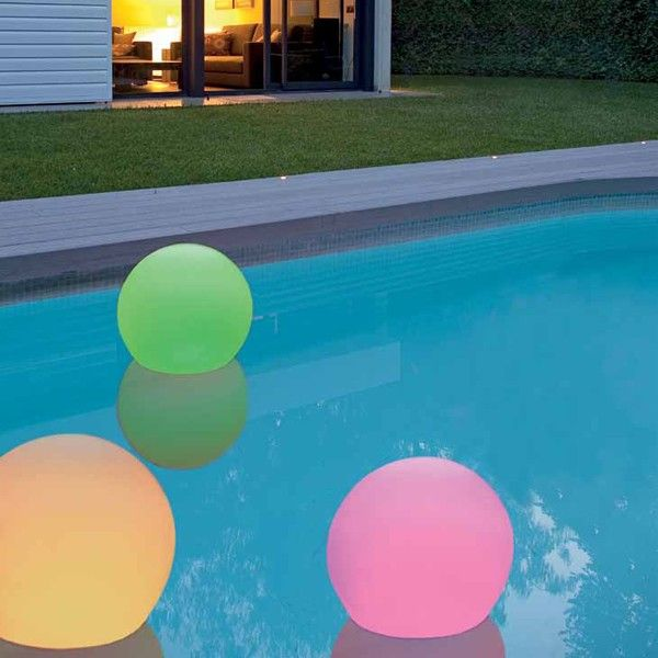 Polyethylene ball featuring RGB LED technology. Powerded by rechargeable battery (6 hour life) and includes remote control. Its high IP protection makes it waterproof. Suitable for your garden or your pool. http://www.williedugganlighting.com/shop/faro-ball-30-exterior-floor-driver-included?path=18_73