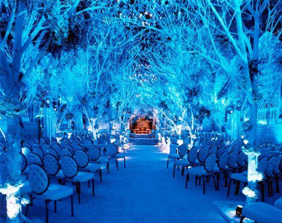 Esta decoración fabulosa en la tematica azul medianoche es realizada con ayuda de la iluminacion