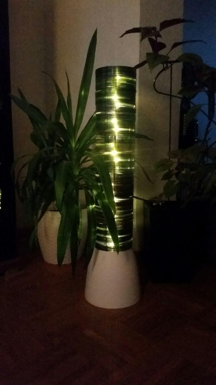 Amazing CD Lampe Sockel Blumentopf aus Plastik mittig ein Loch um den LED Stab