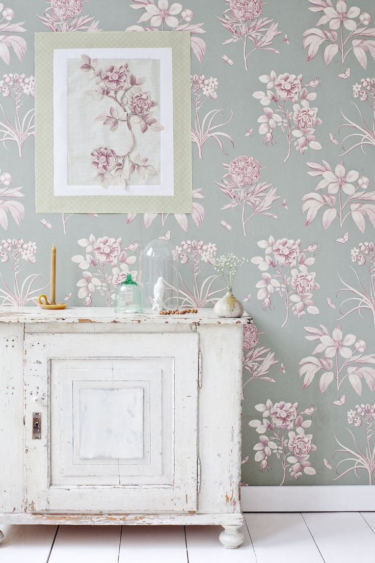 patterned wallpaper - big design, muted colors