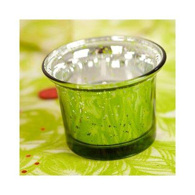 Ce photophore verre mercurisé vert anis illuminera votre table de fête. Sur une table, sa finition, très actuelle, renverra superbement la lueur de la bougie (effet photophore verre). Parfait pour un photophore Noël !