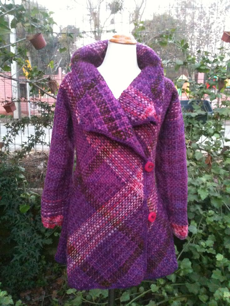 Chaquetón de lana natural a telar bastidor!! $80.000 Este es un proyecto de 10 a 12 clases, cada clase tiene un valor de $12.000 con materiales incluidos, más información en www.cristialmazan.com o en el facebook Fieltros  Cristi Almazán