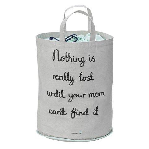 """Grå och mintfärgad förvaringskorg från Bloomingvilles första barnkollektion med texten """"Nothing is really lost until your mom can't find it"""" i svart. Den passar perfekt som förvaringskorg för leksaker, men den kan även användas so"""