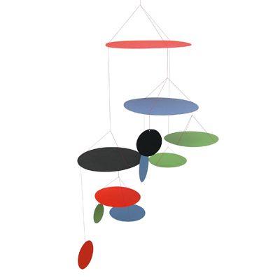 Denne farverige UFO mobile er en skøn klassisk uro fra Livingly's Anni & Bent Knudsen Collection. Kunstner- og sølvsmed parret designede prisbelønnede kunstklip og mobiler siden 1952, og UFO mobile blev introduceret i 1956 i forbindelse med en udstilling på Den Permanente i København.#mobile#uro#design#livingly