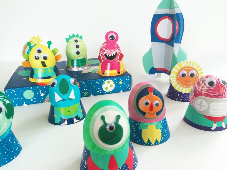 Alien and space themed Easter eggs - 15 creative and unique ideas to decorate Easter eggs