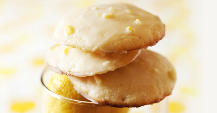 Add a touch of sweetness to your afternoon with these buttery, citrusy cookies. They're light. They're fluffy. And they're totally irresistible. Our favourite part? They're infused with our Lemon Pound Cake tea.