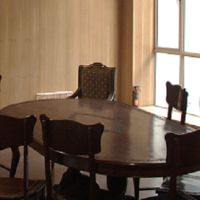 Oval dining table for dining room.