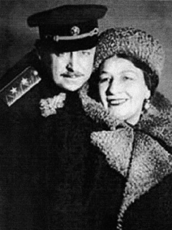 General Kryukov and his wife - famous soviet singer - Lidia Ruslanova.