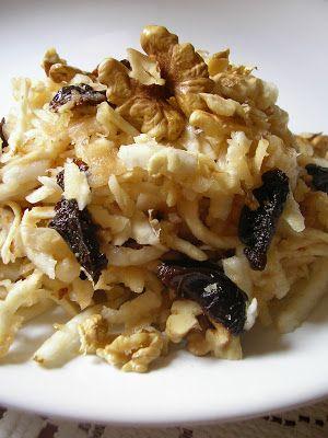Kuchnia szeroko otwarta: Surówka z selera z suszonymi śliwkami i orzechami
