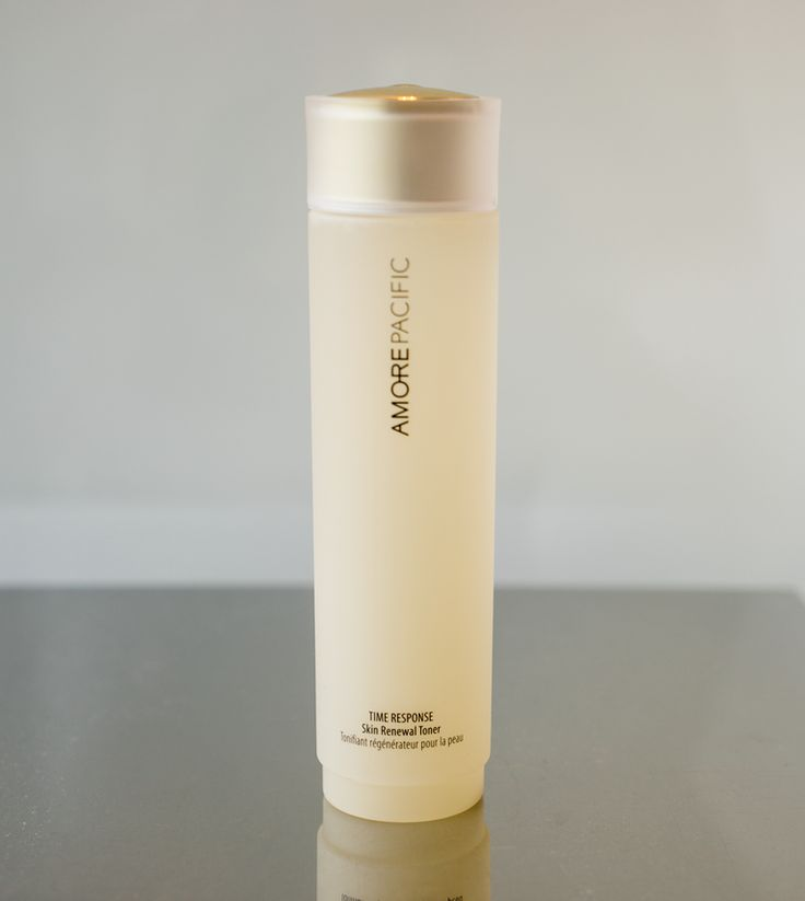 Green tea ingredients in place of water give this concentrated anti-aging toner its power. Our TIME RESPONSE Skin Renewal Toner improves moisture balance and protects the skin from excessive cleansing and seasonal climate changes.