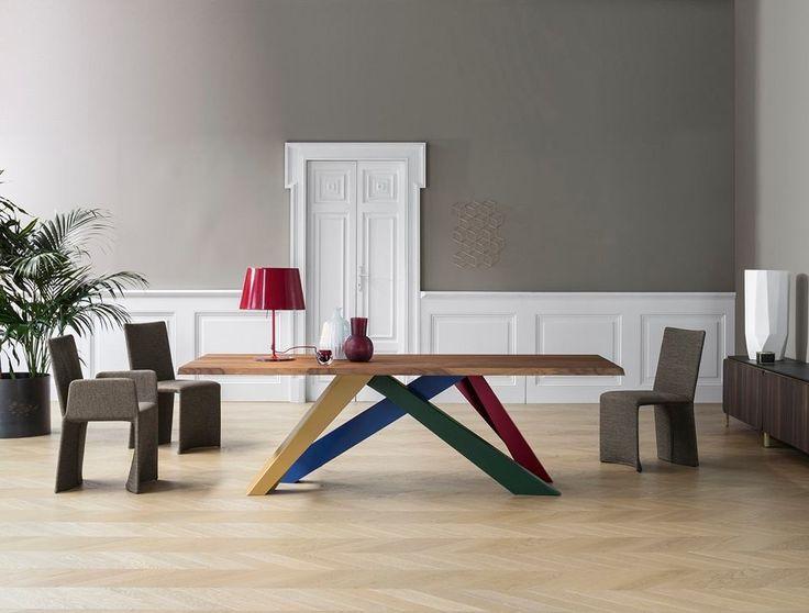Non sempre lusso ed eleganza hanno bisogno di grandi spazi. ..Big Table è ora disponibile in un nuovo modello di #dimensioni #ridotte. Per piccoli spazi...dal grande fascino!  #design #AlainGilles #Bonaldo #showroom #rossimobili #botticino