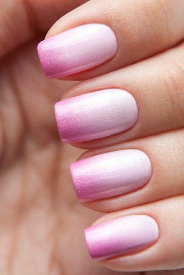 nail art simple: manucuré ombré en blanc et rose dégradés