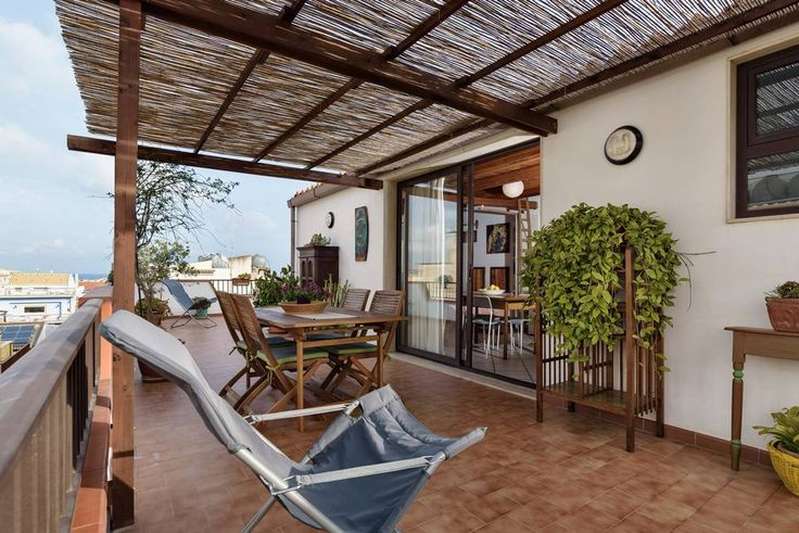Dai un'occhiata a questo fantastico annuncio su Airbnb: Accogliente Mansarda - case in affitto a Marina di Ragusa