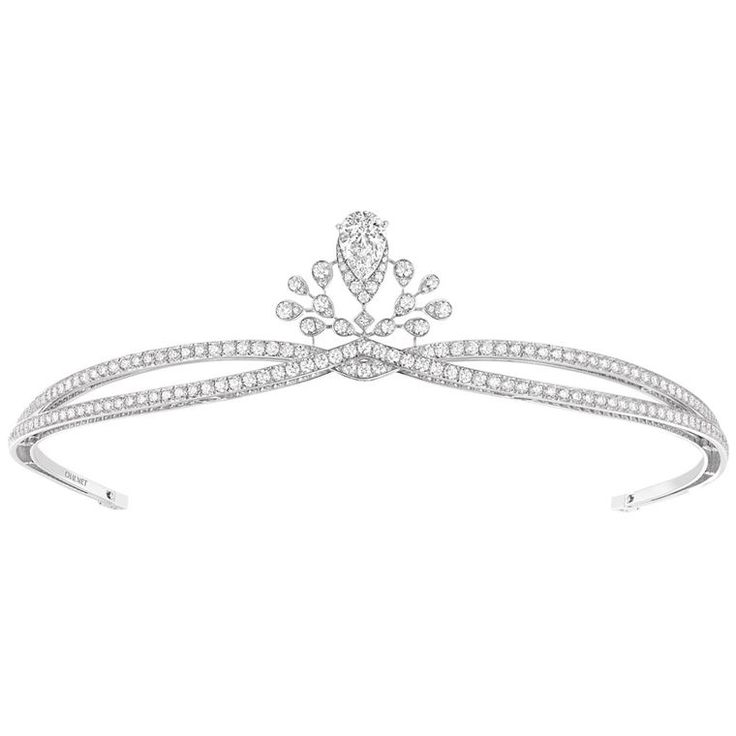 Chaumet Joséphine Aigrette Imperiale diamond tiara continues the Chaumet tradition of creating bridal tiaras. Discover the wedding jewellery: http://www.thejewelleryeditor.com/window-shopping/bridal/chaumet-josephine-aigrette-imperiale-diamond-tiara-2/ #bridal #jewelry