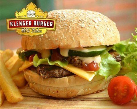 Harga Menu Blenger Burger vs Klenger Burger – Hamburger atau lebih familier disebut burger adalah makanan western yang kini telah menjadi makanan yang umum dikonsumsi oleh kalangan anak muda di Indonesia. Biasanya mereka menjadikan burger sebagai sarapan atau makanan tambahan di antara makan siang dan makan malam atau sekedar makanan teman bersantai sambil menghabiskan waktu …