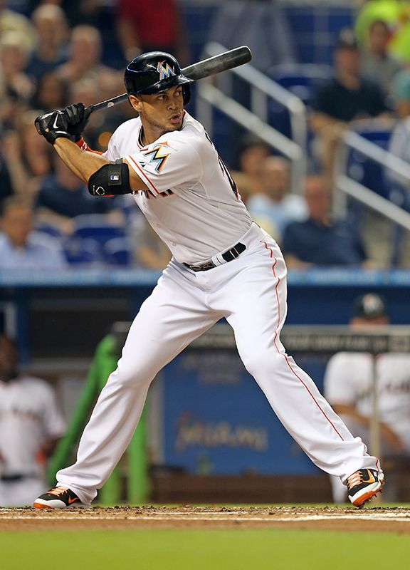 Giancarlo Stanton takes $325 million contract to play for Miami Marlins