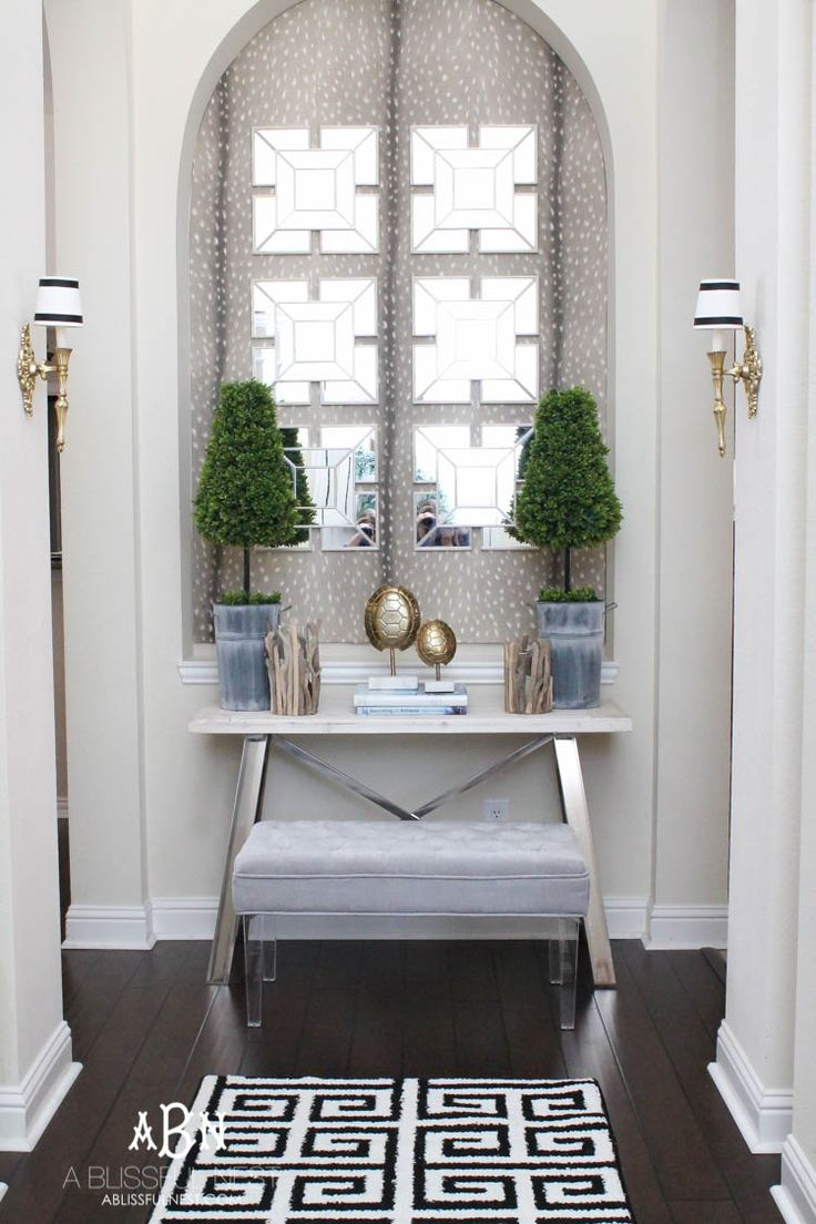 Get these tips & hints on getting designer style on a budget with this gorgeous entry makeover! So many great ideas here! See more on https://ablissfulnest.com/ #entrymakeover #designtips #ABlissfulNest #InteriorDesign #Decorator #Stylist #Blissful #HappyHome #designtips