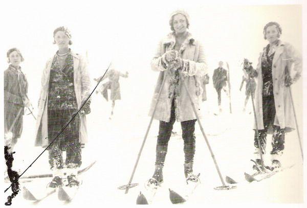 Esquiadoras en Candanchú 1930