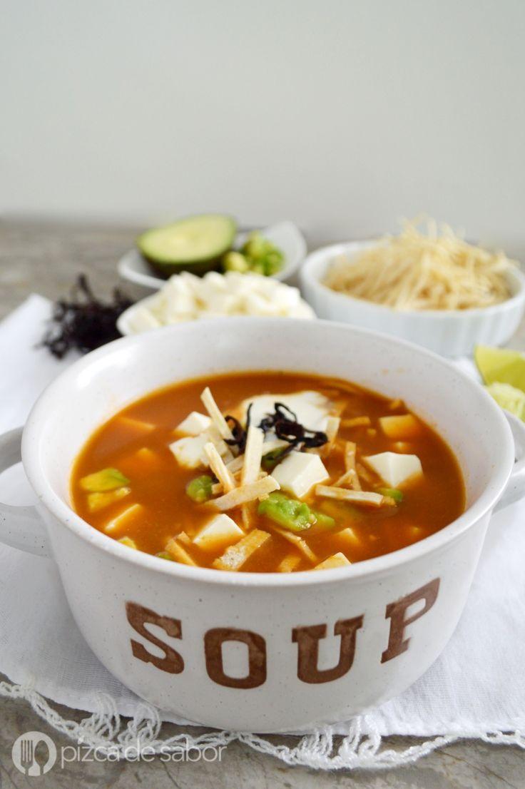 Cómo hacer sopa de tortilla o sopa Azteca (fácil & rápida) www.pizcadesabor.com