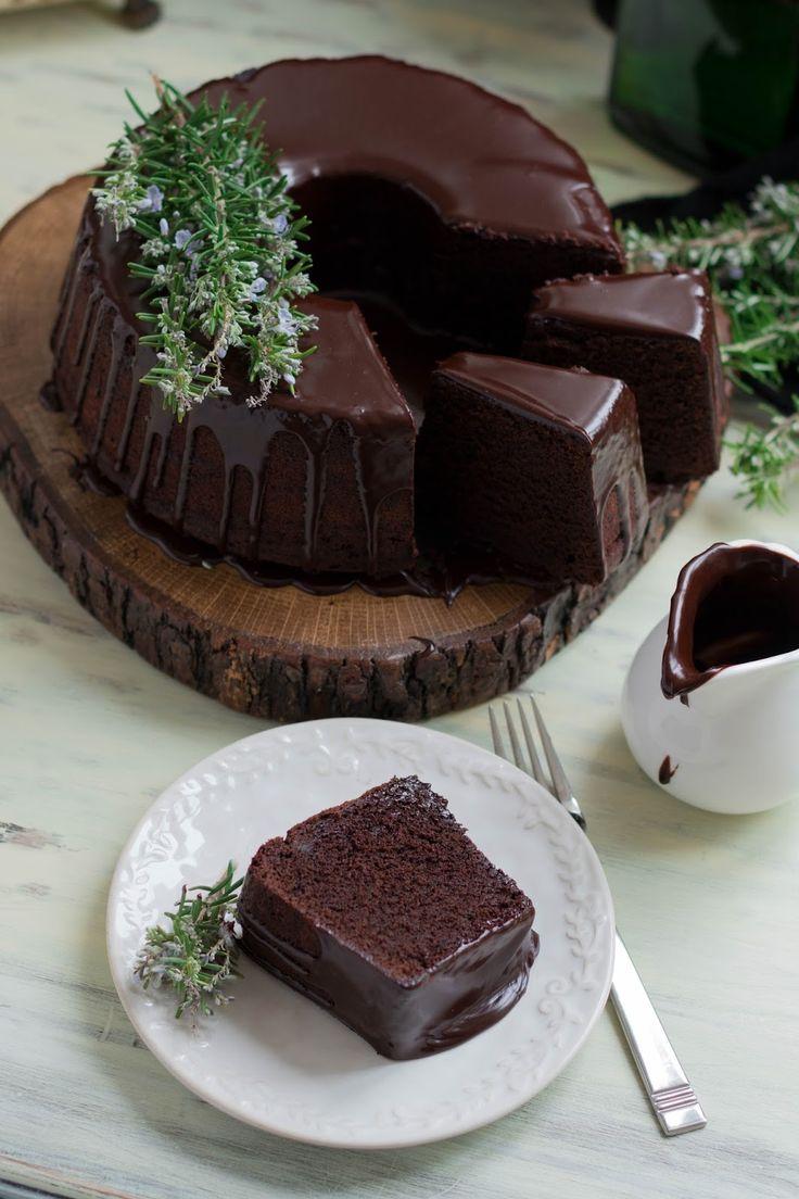 Kek İçin Malzemeler :    226 gr. oda sıcaklığında tereyağı  315 gr. un  80 gr. kakao  8 gr. karbonat  1/2 çay kaşığı tuz  1 1/2 si...