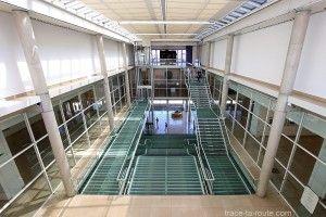 Escaliers et Atrium du Carré d'Art de Nîmes - Intérieur Architecture