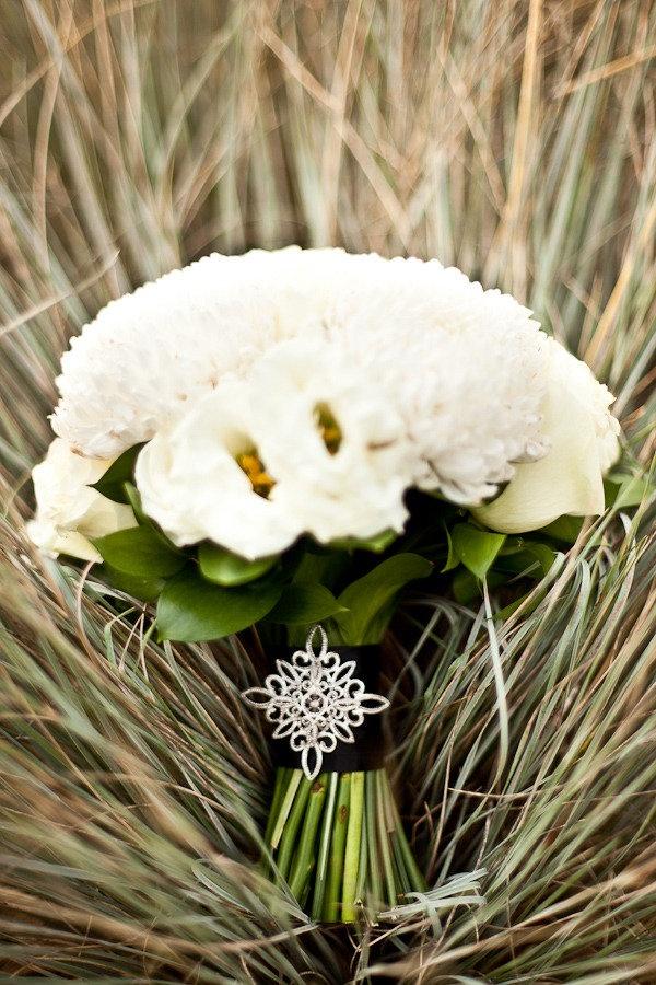 bouquet.White Flower, Black White Wedding, Floral Design, Wedding Bouquets, Wedding Photos, White Bouquets, Beautiful Bouquets, Orchids Bouquets, Brides Bouquets