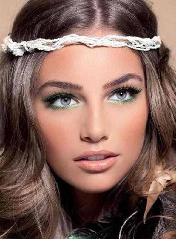 http://maquillajenocheydia.com/maquillaje-para-boda-de-dia/ Tutorial ➨➨ Maquillaje para Boda de Día ¿Eres la invitada a un evento especial y quieres arreglarte para la ocasión? Aquí te enseñamos cómo maquillarte bien para una fiesta de día. ¡Sácate el máximo partido! Hazlo tú misma desde casa. ¡Resultados profesionales! Los vídeos tutoriales paso a paso que te hemos seleccionado te encantarán! A través de ellos aprenderás a maquillarte sin errores y conocerás cómo hacerlo…