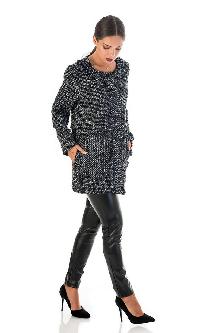Long cardigan with black buttons, round neck and frayed edge along the hemline and trims. Side pockets. 90% Polyester. 10% Cotton. https://www.modaboom.com/plekti-zaketa-me-kseftia.html