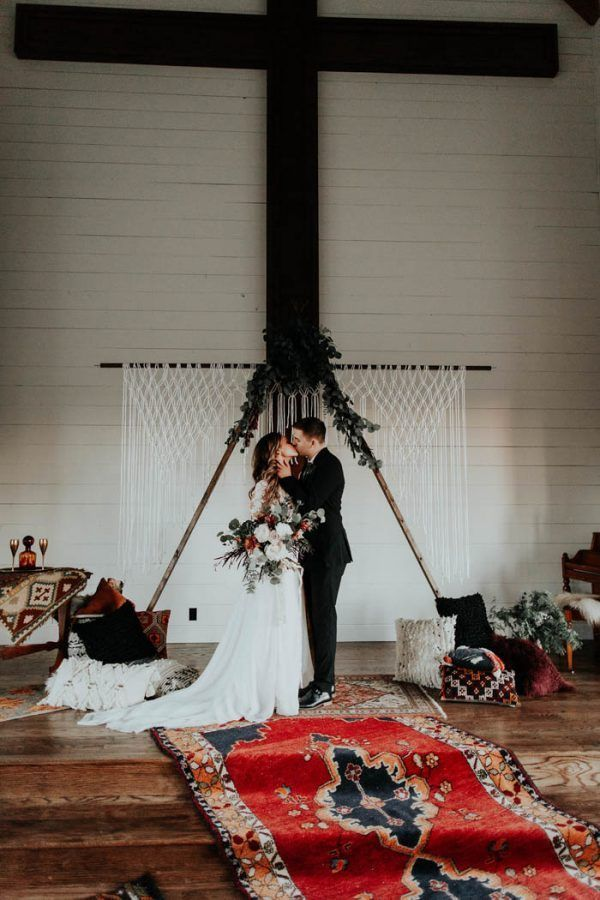 Here's a wedding decor checklist to make sure you nail every detail of your special day | photo by Peyton Rainey Photography and Chelsea Denise Photography