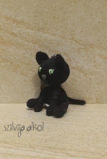 Szilvija Alkot: Fekete cica kulcstartó