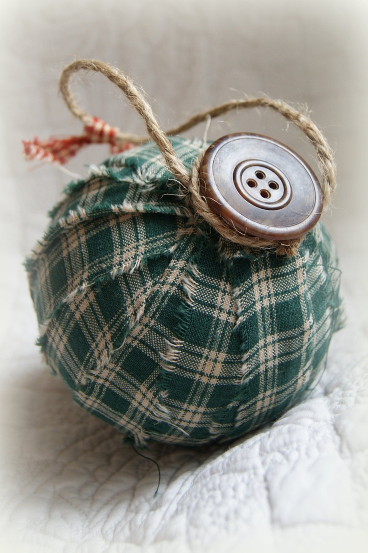 Primitive christmas ideas to make - Buttonartmuseum Com Large Fabric Rag Ball Ornament Primitive Christmas Ornamentsmake