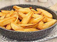 Patate fritte perfette in padella croccanti fuori e morbide dentro