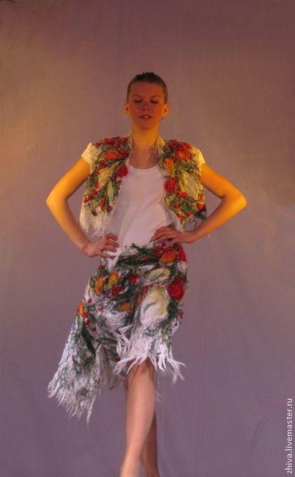Купить или заказать Костюм из шерсти Жилет с юбкой Зимняя рябина в интернет-магазине на Ярмарке Мастеров. Этот костюм из жилета и юбки-трансформера, которую можно носить как накидку. Костюм из мохера, непряденой шерсти и декоративных элементов. Каждый из элементов костюма можно носить по отдельности, таким образом у Вас будет больше возможностей комплектовать свой гардероб. Этот костюм больше подойдет для молодых особ. Цена за изготовление: на размеры 42- 13850руб. 44- 14850руб 46- 15950руб.
