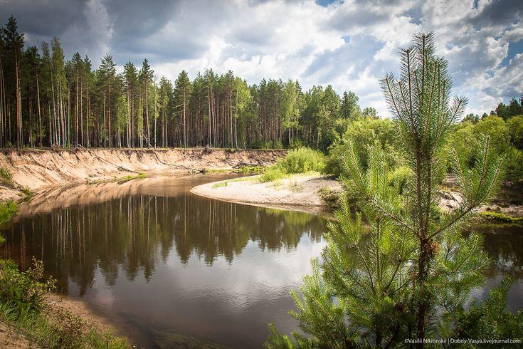 Как американцы нам природу загрязняют. Есть в Костромской области речка Нельша, а в Нейском районе вдоль её течения находится очень красивое местечко под названием Красная Осыпь.