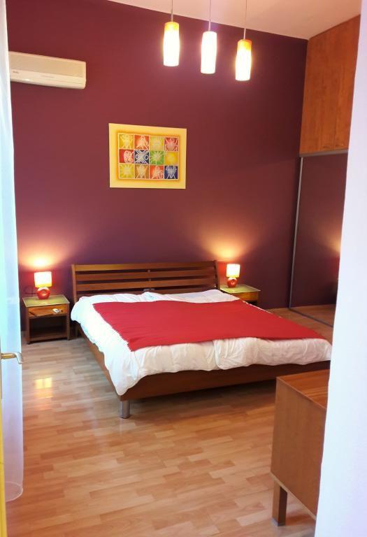 Gemütliches Schlafzimmer In Dunkelrot Und Braun #Schlafzimmer #groß #rot # Braun