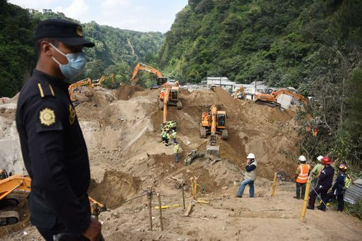 Onewstar: In Guatemala case sepolte da una enorme frana: 131 morti