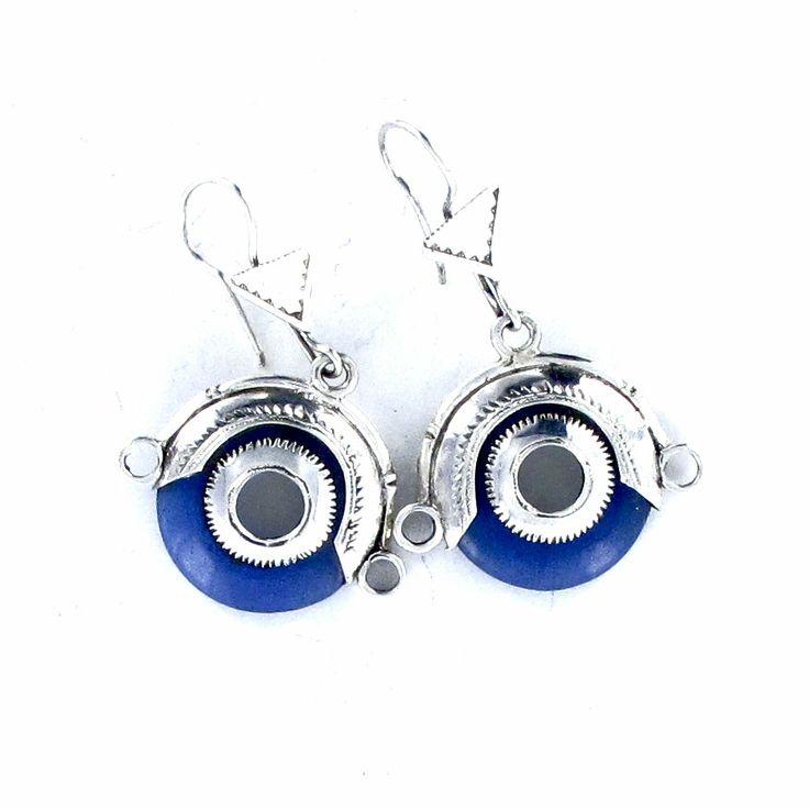 Boucles d'oreilles Touareg en agate bleue et argent massif. http://www.laoula-bijoux.com