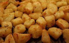 Είναι καταπληκτική Βασιλόπιτα γεμάτη πλούσια αρώματα!!! ΥΛΙΚΑ 250 γρ. βούτυρο αγελαδινό σε θερμ.δωμ. 300 γρ.ζάχαρη 500 γρ.αλεύρι που φουσκώνει μόνο του 100 γρ.χυμό φρέσκου πορτοκαλιού 150 γρ.γάλα φρέσκο 100 γρ.κονιάκ 150 γρ.καρύδια τριμμένα 1 πρέζα αλάτι 5 αυγά 1/2 κ.γ σόδα 1/2 κ.γ κανέλα 1/2 κ.γ γαρίφαλο ξύσμα πορτοκαλιού 3