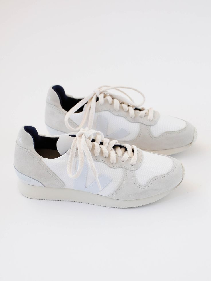 VEJA - Holiday Low Top - B-Mesh White