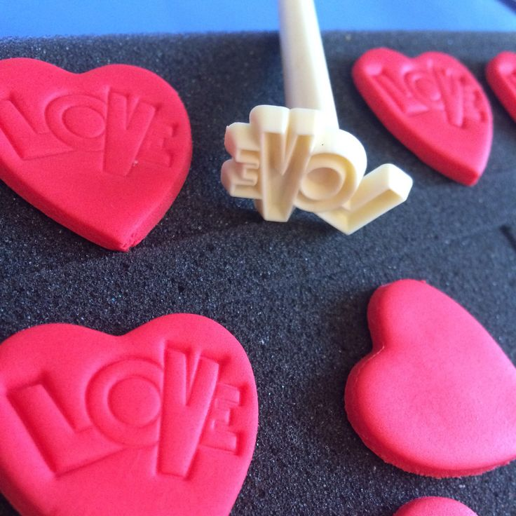 A work in progress for Valentine's Day. More colours available...