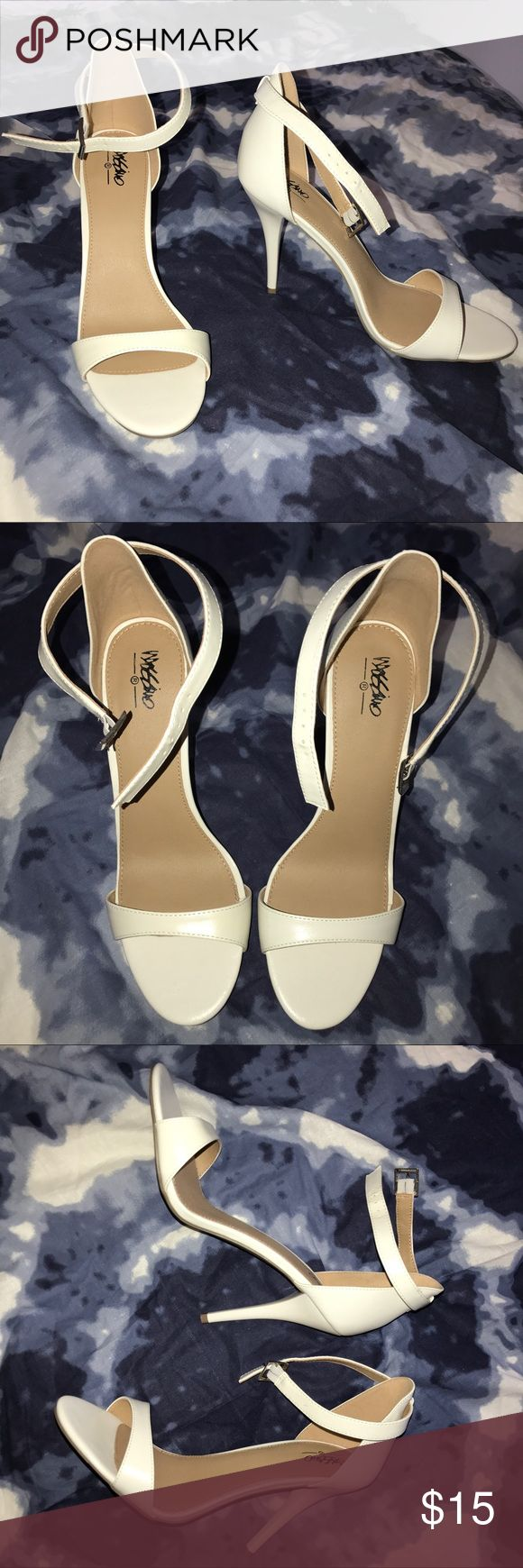 White strappy heels w/ silver hardware PERFECT CONDITION---only time worn was when tried on. These are a super beautiful silhouette, and have camel colored inner lining. Mossimo Supply Co. Shoes Heels