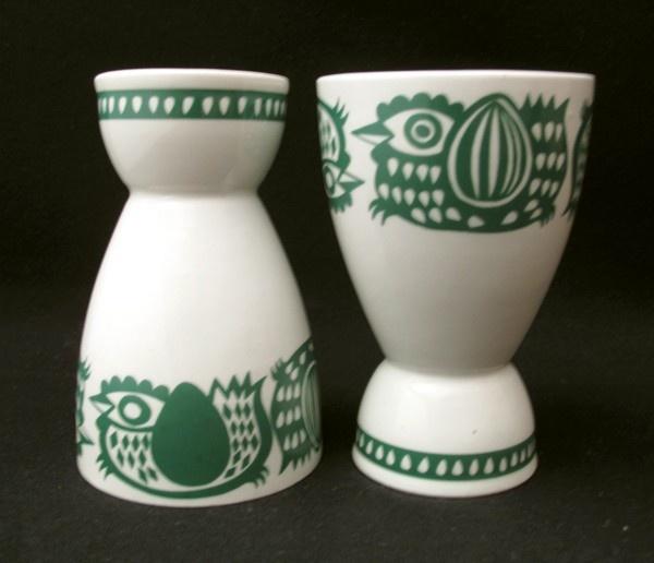 2x VINTAGE ARABIA FINLAND GREEN CHICKEN EGG CUPS MID CENTURY SCANDINAVIAN EAMES