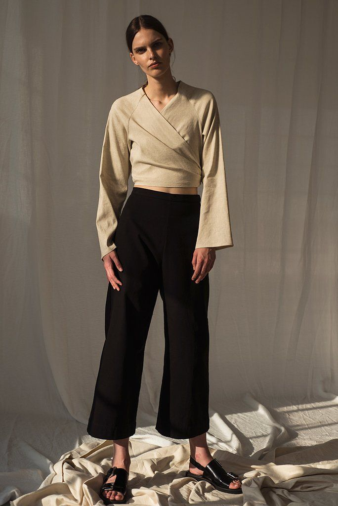 From the Spring 2017 collection, the Alma Top is a long sleeve top with front ties that wrap around the waist. Model wears size 4 Light Linen Available in Flax, Onyx (black) and Clay